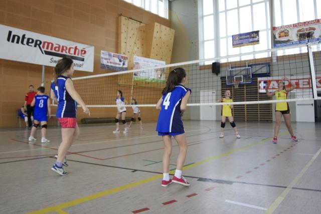 Turniej minisiatkówki Kinder + Sport w hali MCS